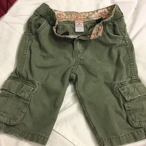 Lucky Girls olive cropped cargos (5)